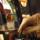 Il governo ne fa una giusta: via slot machine da bar e tabaccherie
