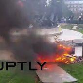 Proteste a Parigi: agricoltori bruciano pneumatici, rifiuti e fieno - Imola Oggi