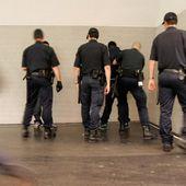 Le MRAP propose de bander les yeux des policiers pour lutter contre le contrôle au faciès