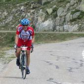 Tourmalet - Alain Dedianne, coureur du VC Clamecy, continue son ascension