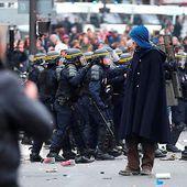 """Échauffourées à Paris: """"des violences indignes"""" pour Manuel Valls"""
