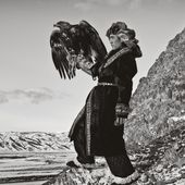 You have to see these amazing photos of Mongolian men hunting with eagles