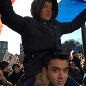 New Yorkers rally to show love for Paris