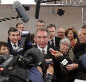 """Affaire des émeutes de 2006 aux Invalides : """"Si c'est vrai, c'est une forfaiture"""" selon François Bayrou"""
