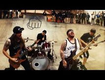 Nouveau clip des SUICIDAL TENDENCIES 'living for life'