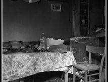 Vieil intérieur d'une maison abandonnée ...