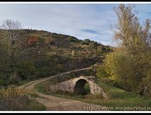 Le petit pont romain (Cantal) ...