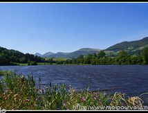Vers Cheylade, l'étang de Lascourt (15) ...