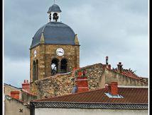 St Germain Lembron et son clocher par dessus les toits ...