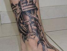 tatouage cheville bio-mécanique