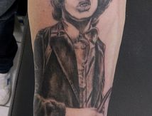tatouage angus young AC/DC