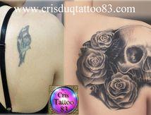 recouvrement ancien tatouage avec crane et roses