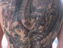 tatouage dos demon vs dragon