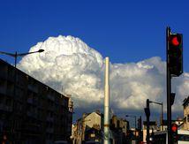 Feu rouge : gros nuage en route
