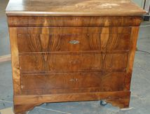 Transformation et restauration d'une commode en noyer
