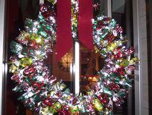 Une couronne de Noël en papillottes