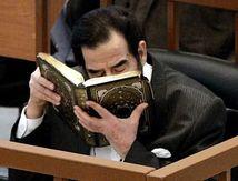 العراقيون يعثرون على نسخة من القرآن الكريم مكتوبة بدم صدام حسين