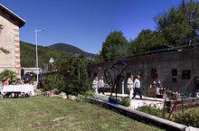 Moriez : l'Art de Mai expose à la gare ses sculptures et peintures contemporaines