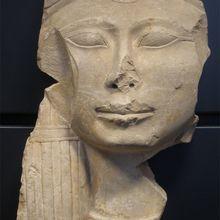 Fragment de chapiteau de colonne - Tête de la déesse HATHOR