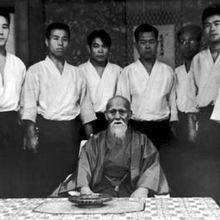 Préserver une tradition et faire évoluer un savoir-faire, la double exigence des traditions martiales
