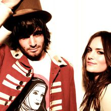 "Angus and Julia Stone, ""Big jet plane"""