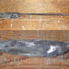 46. Un long couteau