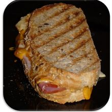 Panini cheddar, bacon et pomme