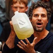 """GAZ DE SCHISTE actualités - 13/03/2013 : le collectif des artistes new yorkais - """"Artists Against Fracking"""" - chante contre l'exploitation du gaz de schiste et les projets du sénateur Cuomo."""