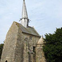 PLOUGRESCANT : La chapelle SAINT GONERY et son fameux clocher penché
