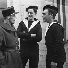 Trois FFL devant le QG londonien de la France libre