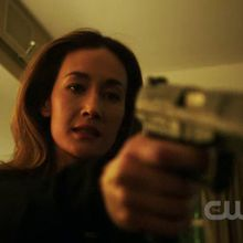 Critiques Séries : Nikita. Saison 2. Episode 16. Double Cross.