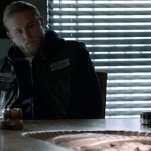 Critiques Séries : Sons of Anarchy. Saison 5. Episode 13. SEASON FINALE