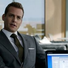 Critiques Séries : Suits. Saison 2. Episode 15. Normandy.
