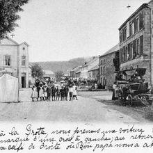 Grottes de Han-sur-Lesse. Le village à diverses époques.