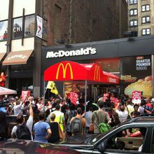 Huelga en EE.UU: Los empleados de comida rápida no tienen con qué alimentar a sus familias