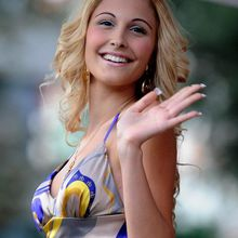 Sabina Guzzanti n'apprécie pas le très vieux Berlusconi