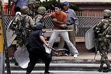 Dictadura hondureña reprime a manifestantes frente a embajada brasileña en Tegucigalpa