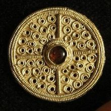 Anglo-Saxon gold hoard discovered