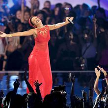 Rihanna fait le show à la cérémonie des MTV Video Music Awards 2012 !