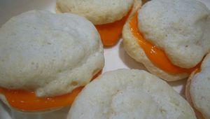 Macaron à la crème de chocolat blanc à l'orange