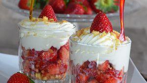 Verrines fraises chantilly aux palets roudor