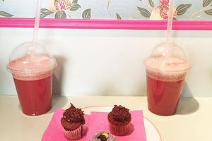 Petit #gouter chez @misscupcakeparis un coin de paradis dans le #marais #cupcakes & #smoothie delicieux 👌😋 #paris #weekend #friends #love #pink 💗 (à Miss Cupcake Paris)