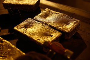 Hedge Funds Are Holding First-Ever Gold Net-Short...