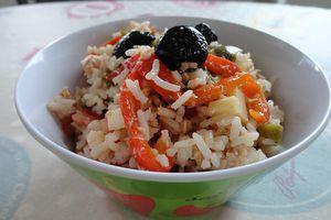 Salade de riz au thon et aux poivrons grillés