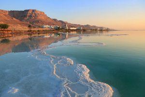 Pourquoi la mer Morte est-elle si salée ?...