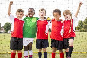 Au football, les têtes sont (très) mauvaises pour le cerveau des enfants