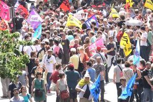 """Notre reportage dans la manifestation """"circulaire"""" du 23 juin à Bastille et au bassin de l'Arsenal"""
