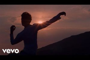Mika - Tant que j'ai le soleil (Staring At The Sun)