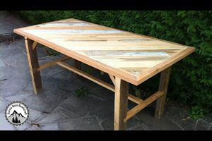 Fabrication d'une table solide en bois de recuperation