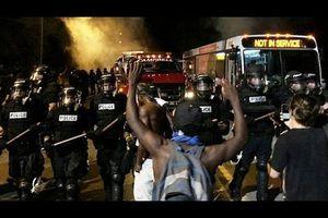 مواجهات بين الشرطة ومحتجين على سياسة الاضطهاد العنصري في الولايات المتحدة